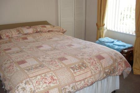ground floor 2 bedroom accommodation - Montrose - Apartament