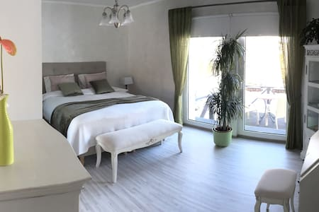 Spacious bedroom, walking distance to train - Tallinn - House