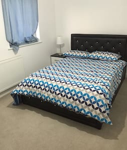 Lovely Rooms Near A40/M40/Heathrow/Wembley - Ickenham - 独立屋