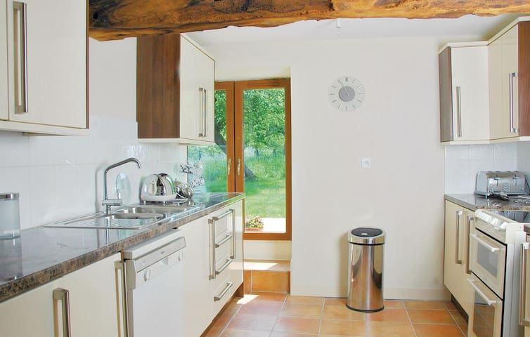 Holiday cottage with 3 bedrooms on 130m² in Saint Manvieu Bocage