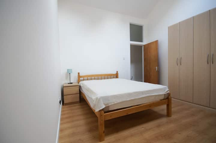 Big bright flat for 4-6 nr Arsenal & Finsbury Park