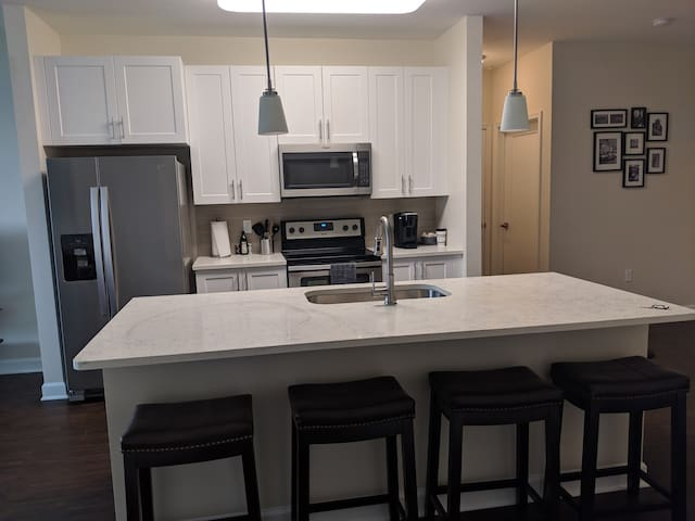 Modern/spacious 2 bed/2bath @ St.John's towncenter