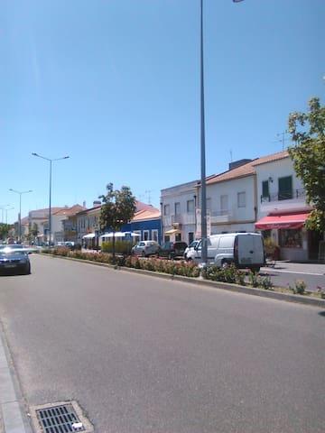Rua Principal/Downtown Main Road