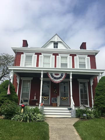 Cozy historic farmhouse home in  ❤️ of Myersville