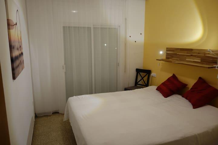 2 Einzelbetten, Kopf- und Fussteil elektronisch verstellbar.   2 single beds, head and footpart electronically adjustable.