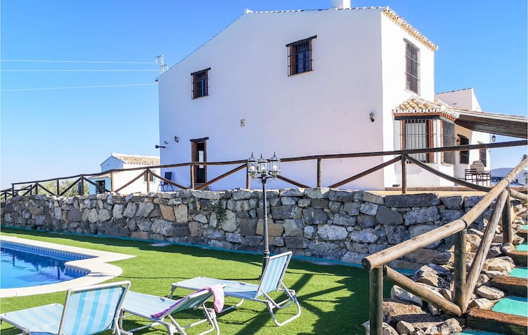 Holiday cottage with 5 bedrooms on 255m² in Pruna