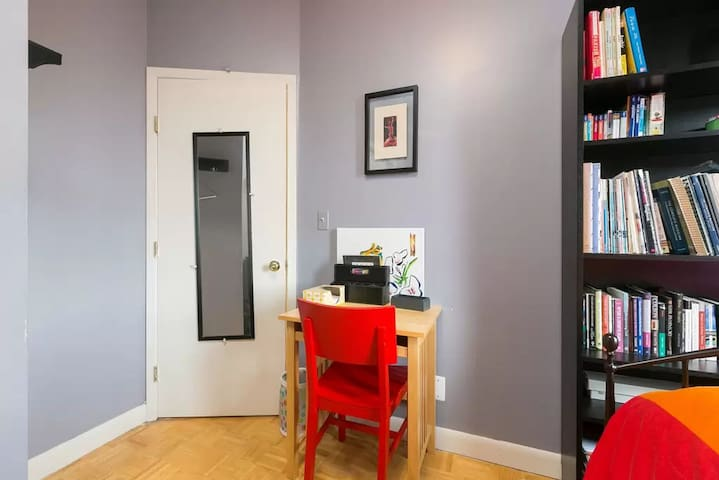 Comfy 1-Bedroom, Just a block from the Subway!