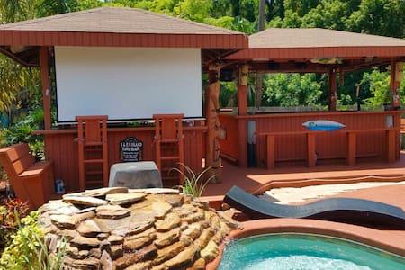 Relax poolside in paradise ! - Merritt Island - บ้าน