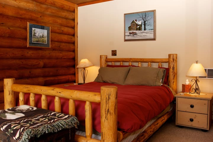 Riverside Retreat for All Seasons - Twisp - Bed & Breakfast