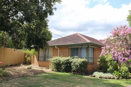 Cosy Family Home in a Quiet Court Location - Bayswater - Haus