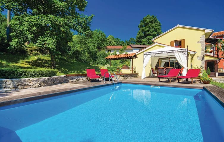 Familly friendly house near Opatija - Matulji - Hus