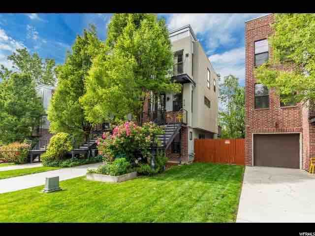 Entire Modern Townhouse w Deck, Patio, Backyard