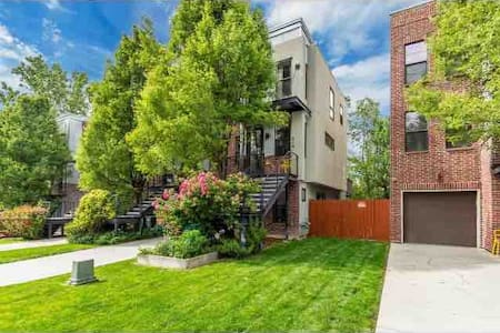 Entire Modern Townhouse w Deck, Patio, Parking