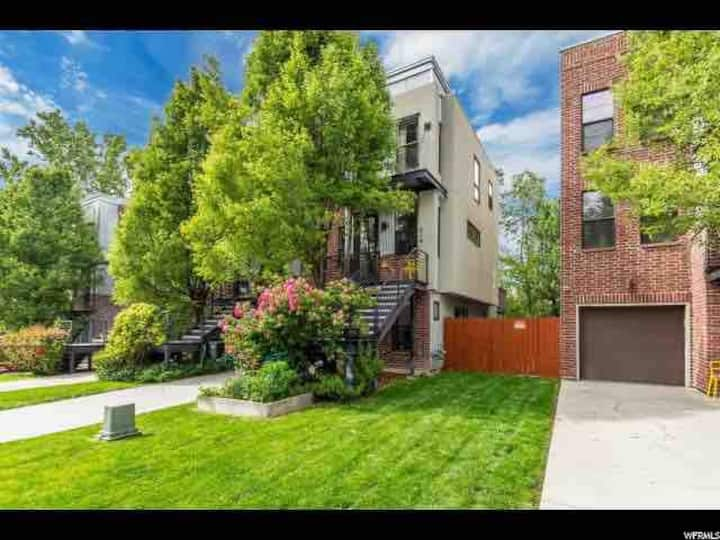 Entire Modern Townhouse w Deck, Yard, Pets Welcome