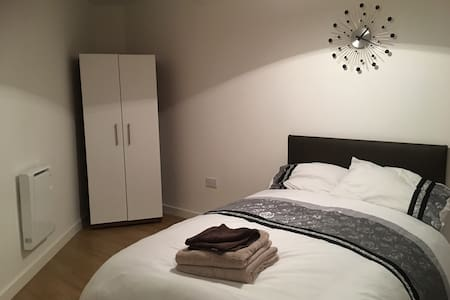 Stunning Spacious Studio Apartment - 4 - Bradford - Flat