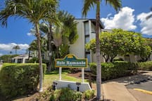 Hawaiian-style 1 BR Condo - steps from the beach!