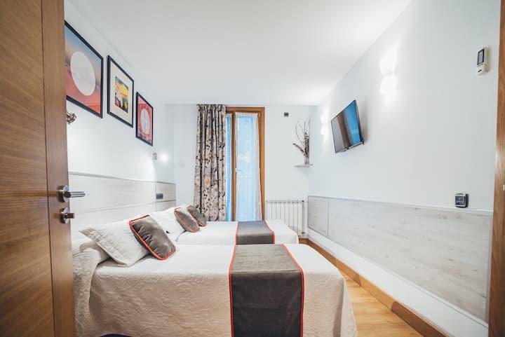Habitación triple Pensión Irune by Vivere Stays