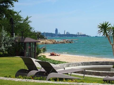 Pattaya City,Steps to the beach