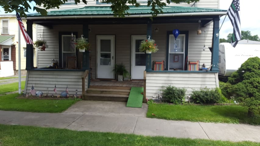 Duplex home for weekend rental in downtown WG