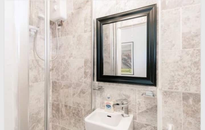 Single Room with Free Wifi & Amazon Prime
