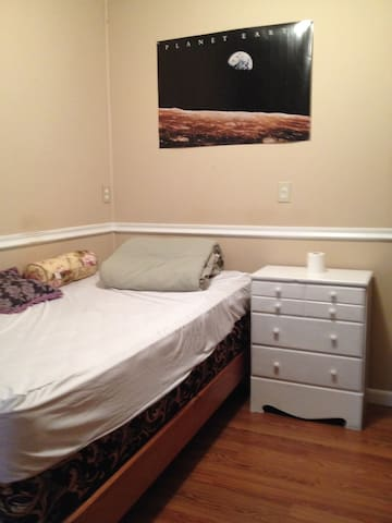 Basic single bed furnished rm/ NS quiet hshld.