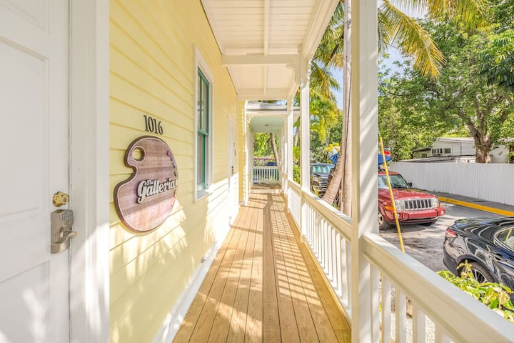 Tropical condo for two in the heart of Old Town Key West