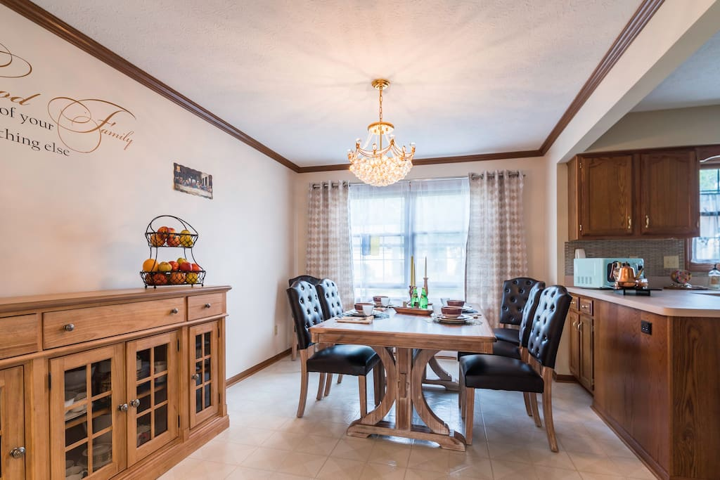 A modern and well deigned   luxury formal dining room it either good for a relaxing breakfast or a romantic date dinner.