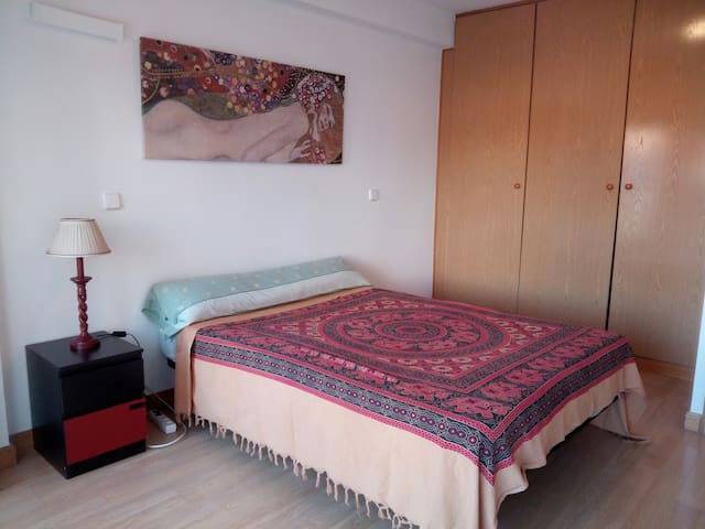 Luminous Private Double Room. Free WIFI. - Madrid