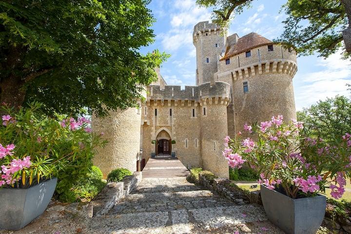 Château à louer | Tournon-Saint-Martin