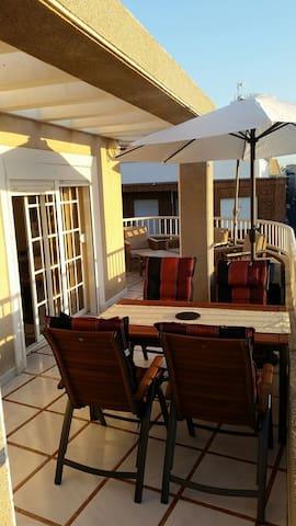 Lyxig takvåning med stor terrass - Torrevieja - Apartment