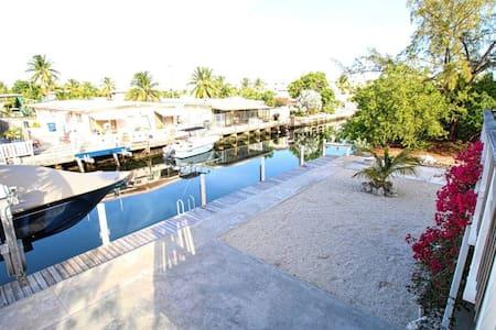 Marathon Fl, Water front 3/2  Duplex, Dock, Ocean