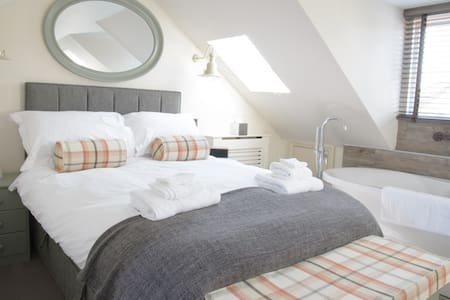 Top floor double room with bath. - Hamble-le-Rice - Гестхаус