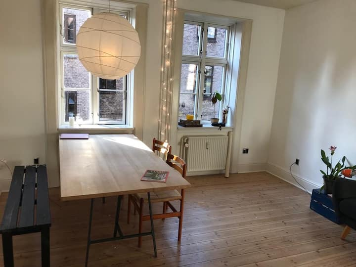 Cozy light 2-bedroom flat at the heart of the city