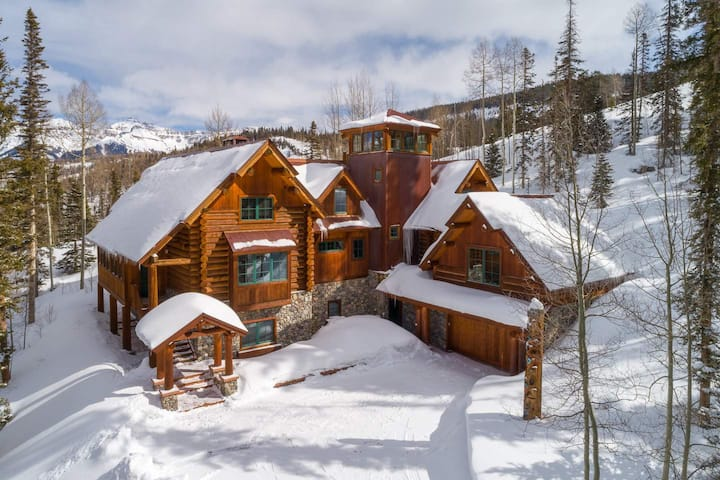 WINTERFELL - SKI-IN, SKI-OUT HOME RIGHT ON THE SLOPES