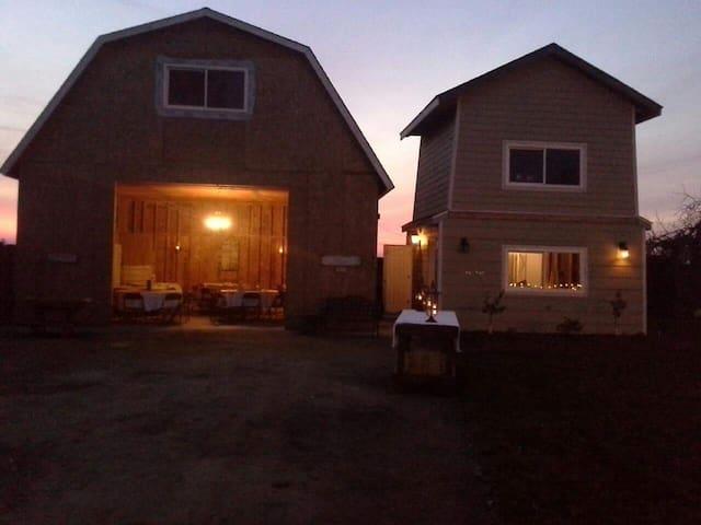 Private Farmhouse apartment near Yosemite & Fresno - Madera - Guesthouse