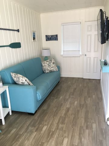 Unit #6, 1 Bedroom, Upper Court, Ludington Beach House