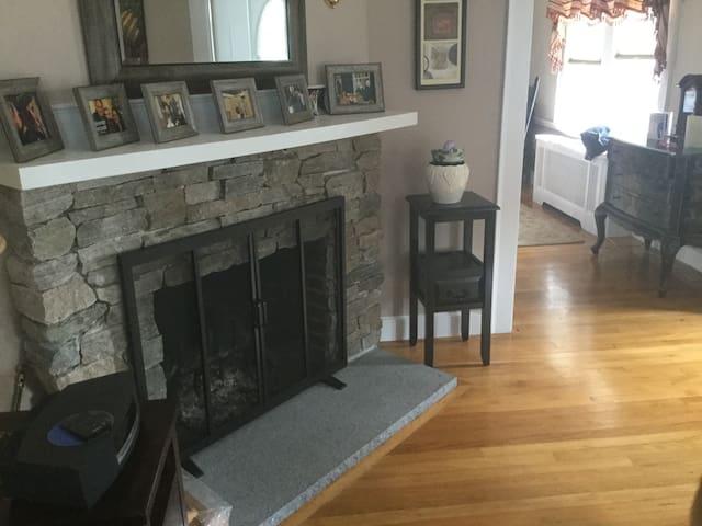 Cozy house close to Boston