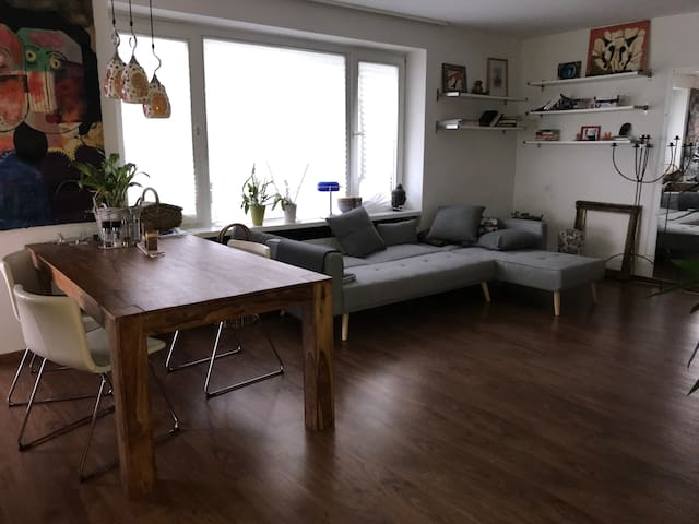 Cozy Guest room, Cologne south - 10mins to center