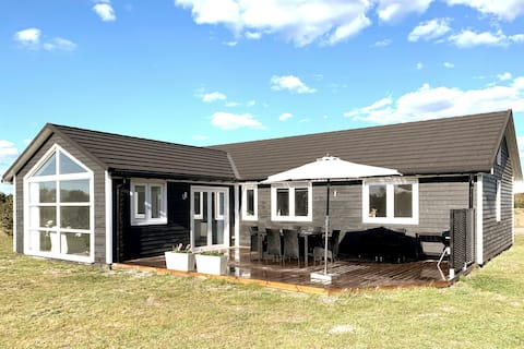 New holiday home in Marielyst, 132m2 with spa