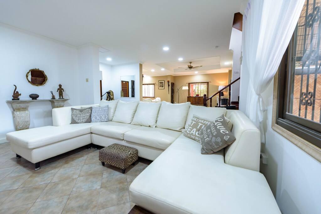 Large Modern Lounge