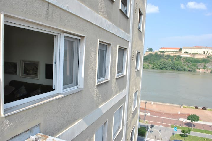 Top place river side apartment -great view 55m2