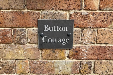 Cosy Button Cottage