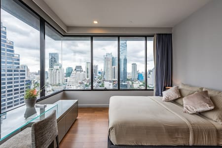 *LUX* Silom Condo, Pool, Gym, WiFi, BTS, Shopping