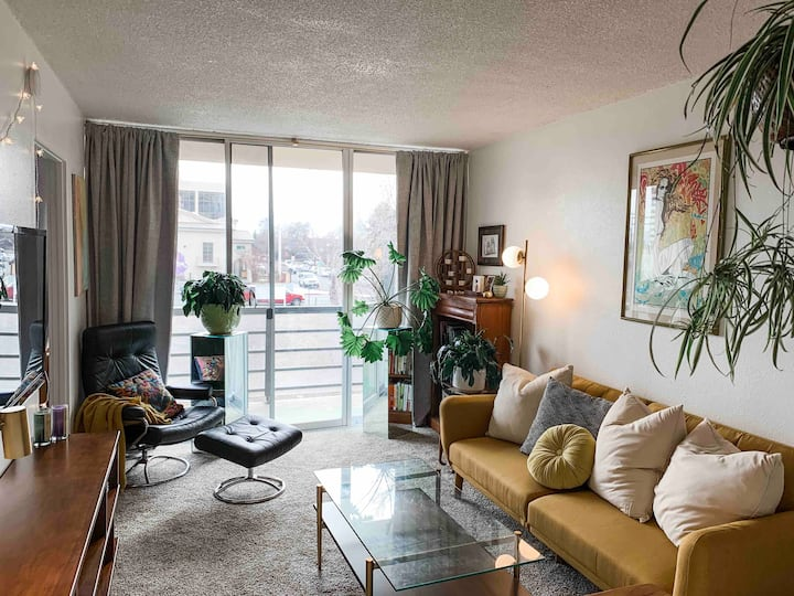 Downtown Reno Modern Condo on the Truckee River