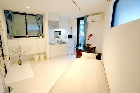 4 min to Shinjuku: Twin Room in Tokyo 101