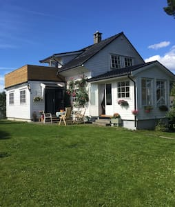 Cozy house with garden close to the sea - Bergen