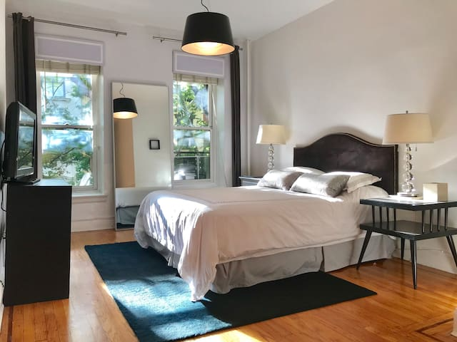 CHIC, SUNLIT 2BR in BEST Brooklyn Heights Location