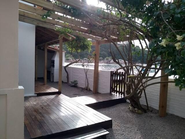 Casa em Governador Celso Ramos a Beira Mar.