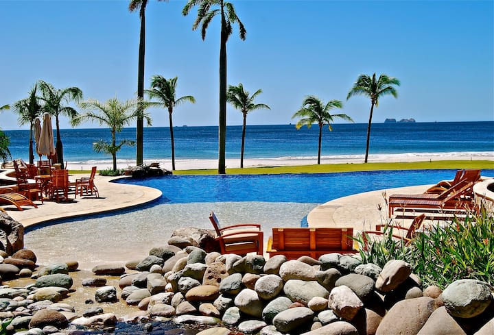 Beach front Villa on Flamingo Beach