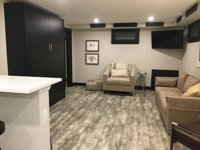 Perfect private suite downtown close to PSU